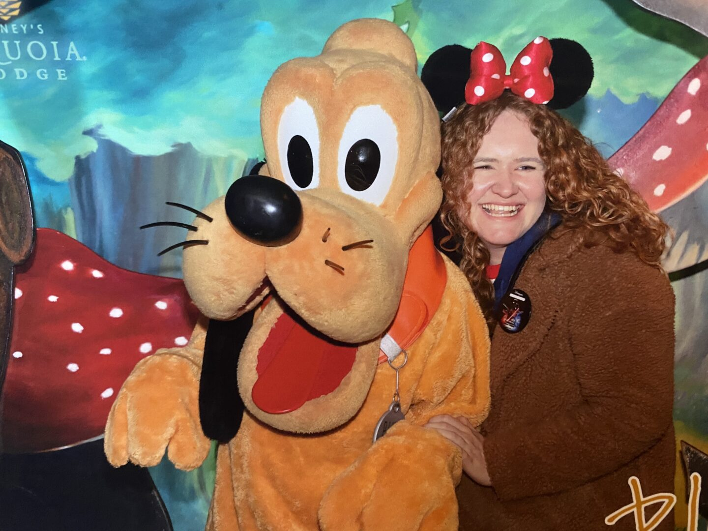 Sophie and Pluto at Sequoia Lodge in Disneyland Paris